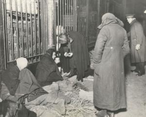 Homelessness - Salvationists Feeding Homeless